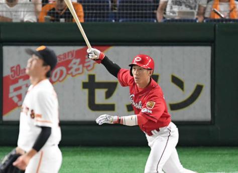 巨人対広島 1回表広島無死、西川は先頭打者ソロ本塁打を放つ(撮影・加藤諒)