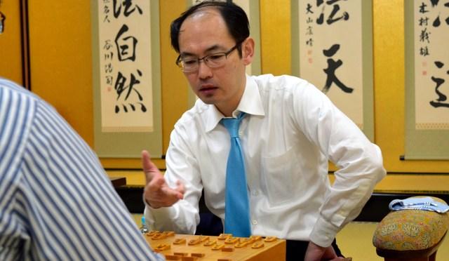 木村一基王位が糸谷哲郎八段に勝ち1勝2敗に 第78期A級順位戦