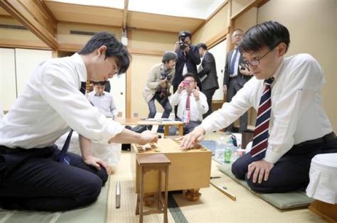 ポスト羽生を狙える可能性が大いにある藤井七段(左)