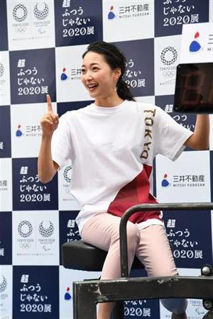 クリスマス前のスポーツ界に吉報だ! 広島の主砲、鈴木が新体操元日本代表の畠山(写真は7月のイベント)との結婚を発表した