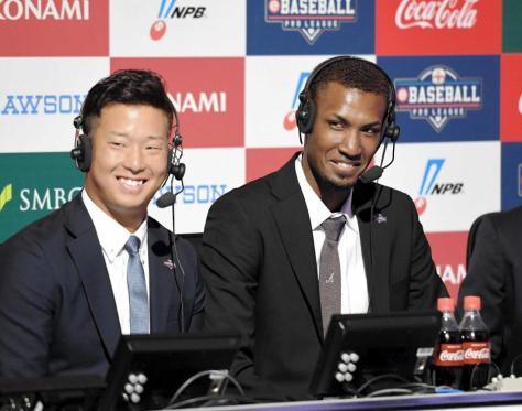 eBASEBALLプロリーグで解説をするアドゥワ(右)と塹江(撮影・飯室逸平)