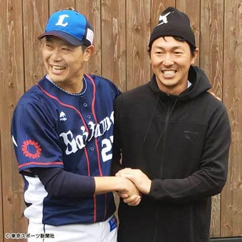昨春のキャンプで長野が表敬訪問するなど、内海(左)との友好関係は現在も続いている