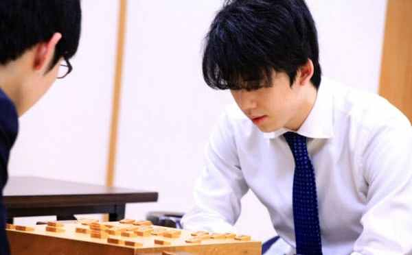 藤井七段、最年少タイトルへ「勝負の1年」:日本経済新聞