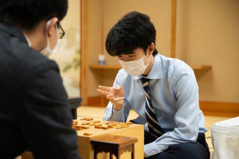 現在、王位戦でも挑戦者として過密日程のダブルタイトル戦を戦っている ©︎代表撮影:日本将棋連盟