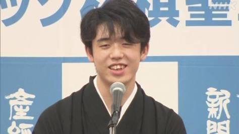藤井聡太二冠 「棋聖」就位式「さらにいい将棋指せるように」