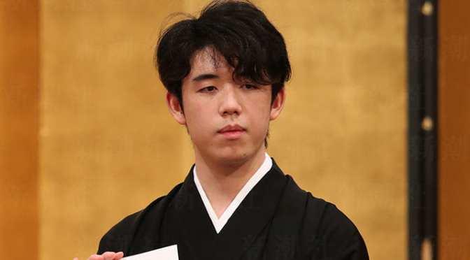 藤井聡太、初CM契約が対局に与える意外な影響 「初手お茶」のルーティンが崩れ | デイリー新潮