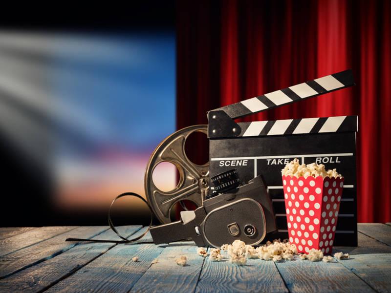 jag_cz_movie_theater_retro_shutterstock_594132752-1525432478-9343.jpg