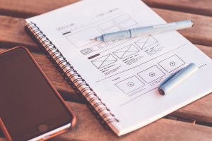 imagem ilustrativa de um site desenhado no papel