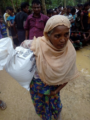 Elderly Rohingya refugee queue for aid