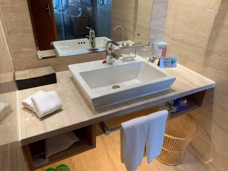올스테이 추천 중국 웨이하이 호텔 더 브라이트 센터 객실 내부 욕실