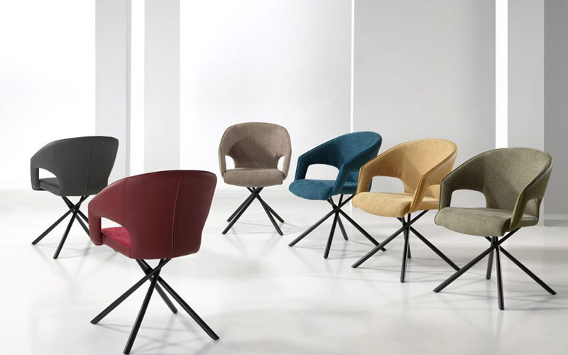 chaises colorees comment les associer