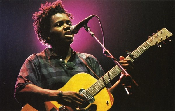 Tracy Chapman performing at the concert. The Human Rights Concert series featured musicians such as Sting, The Police, Peter Gabriel, U2, Bruce Springsteen, Radiohead, Joan Baez, and many others. Over 1,250,000 people around the world attended these concerts in person, and millions more experienced them on television and radio (Photo Credit: Ken Regan/Neal Preston for Amnesty International).
