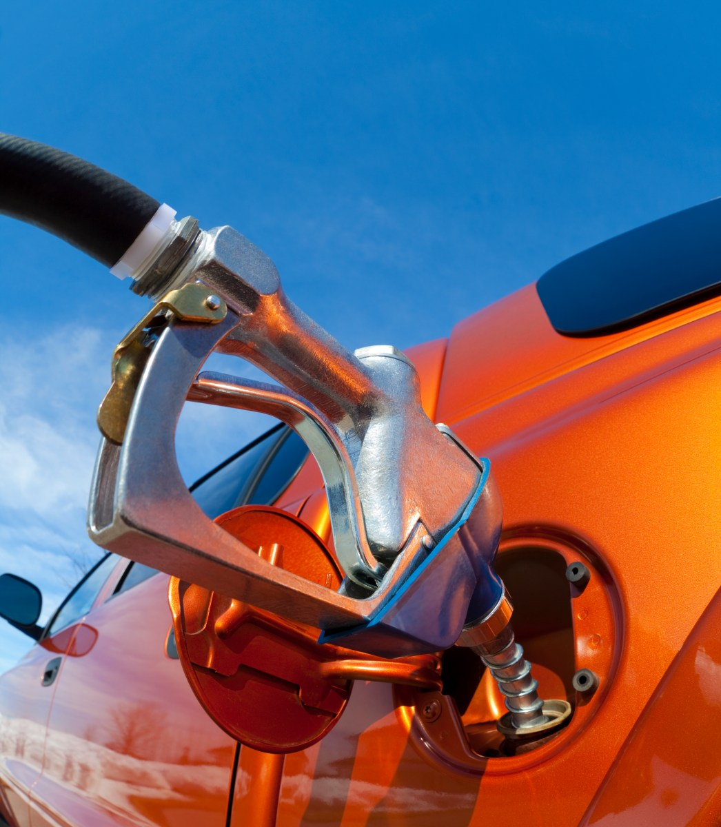 How does synthetic motor oil increase fuel economy for What does motor oil do