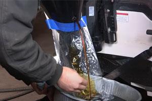 Change outboard motor oil