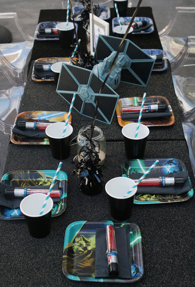 Star wars guest dessert feature amy atlas events - Decoration table theme star wars ...