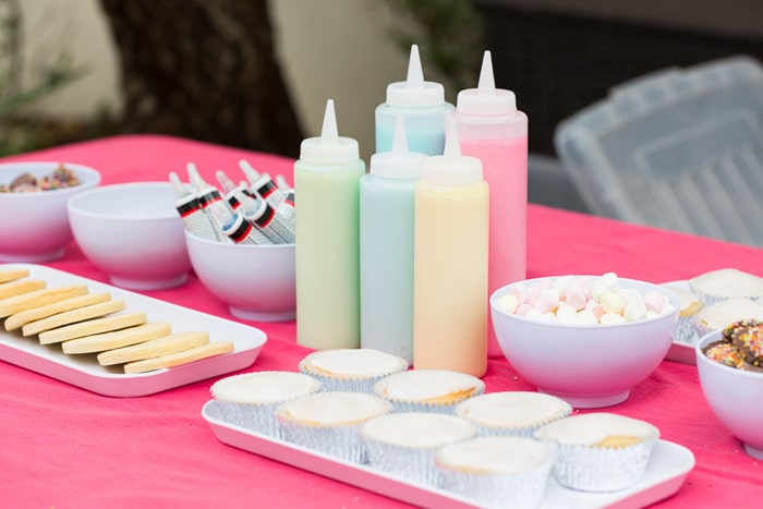 cupcake-decorating-station