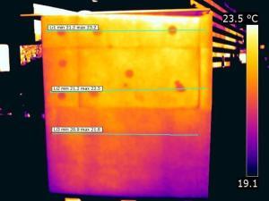 Indagine termografica di caricamento della superficie esterna della parete con coefficiente di assorbimento solare medio