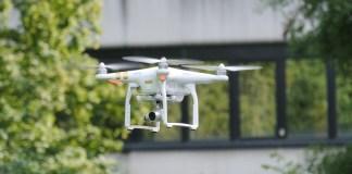 Drone Geometri Latina