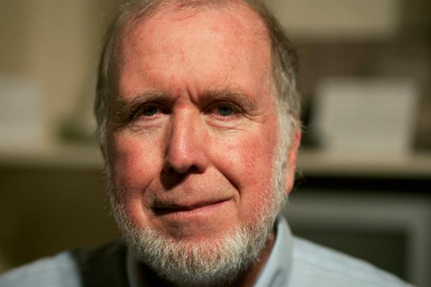 ケヴィン・ケリー|KEVIN KELLY 著述家・編集者。1984年から90年まで『Whole Earth Review』の発行・編集を行う。93年には雑誌『WIRED』を共同で設立。以後、99年まで編集長を務める。現在は、毎月50万人のユニークビジターを持つウェブサイトCool Toolsを運営。2014年6月に『テクニウム――テクノロジーはどこへ向かうのか?』〈みすず書房〉を刊行。