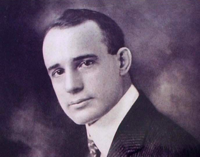 Napoleon Hill (Wikipedia)