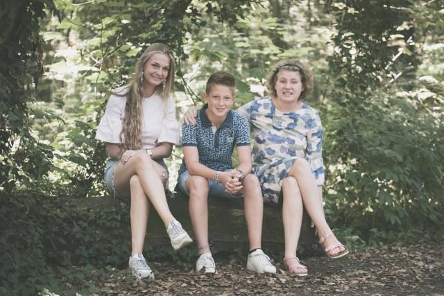 familiefotograaf familiefoto spontane gezinsfoto retrofotografie ieper poelkapelle west-vlaanderen ann-elise lietaert -4