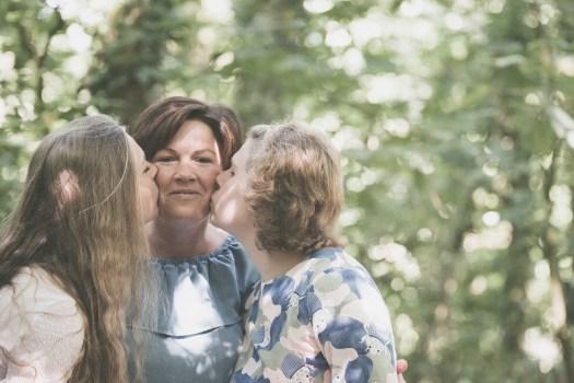 familiefotograaf familiefoto spontane gezinsfoto retrofotografie ieper poelkapelle west-vlaanderen ann-elise lietaert -9