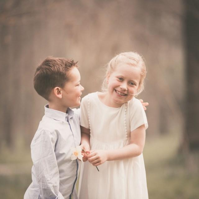 ann-elise lietaert kinderfotografie kidsfotografie spontaan spontane romantisch groen communie communiefoto communiereportage lentefeest foto 11