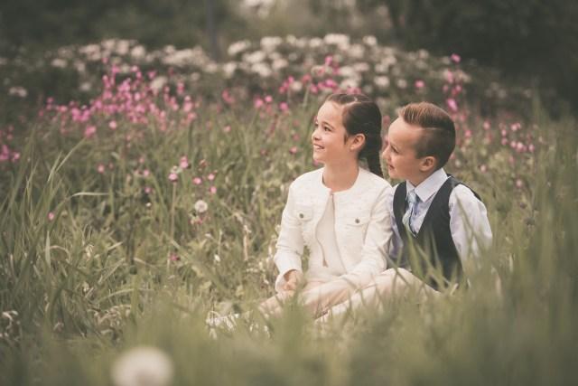 ann-elise lietaert kinderfotografie kidsfotografie spontaan spontane romantisch groen communie communiefoto communiereportage lentefeest foto 2