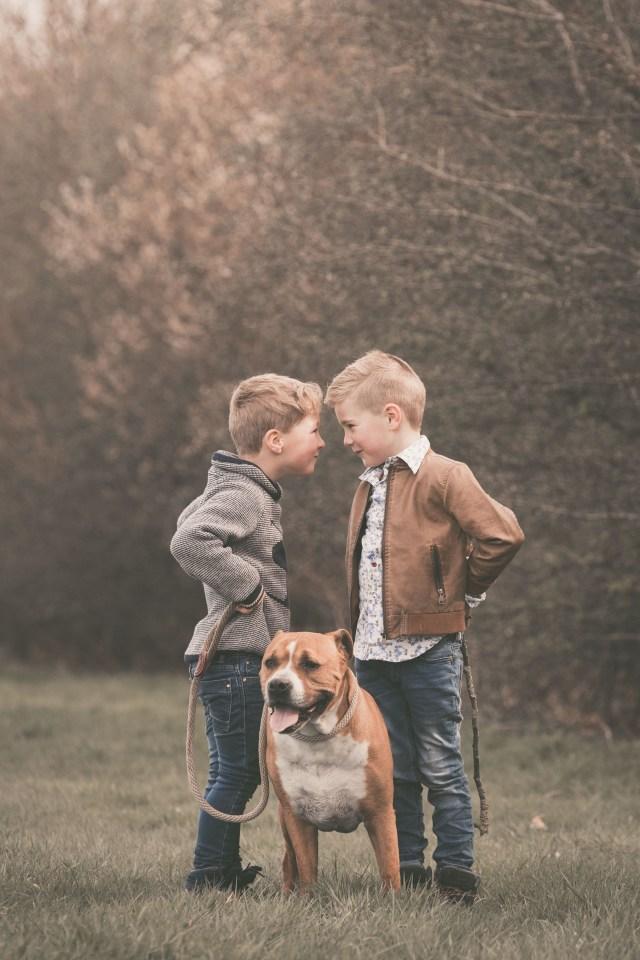 ann-elise lietaert kinderfotografie kidsfotografie spontaan spontane romantisch groen communie communiefoto communiereportage lentefeest foto 8