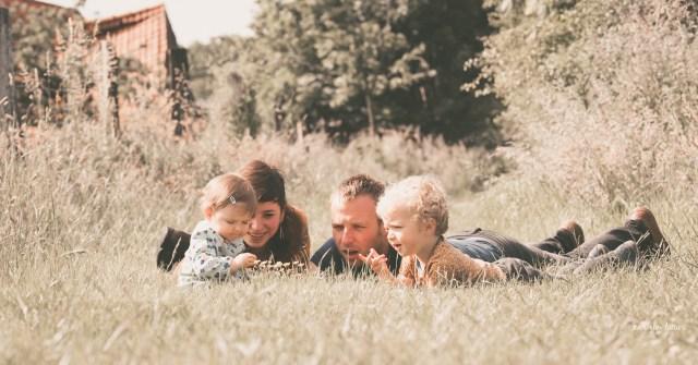 ann-elise lietaert fotografie gezinsfotografie spontaan romantisch natuur_-11