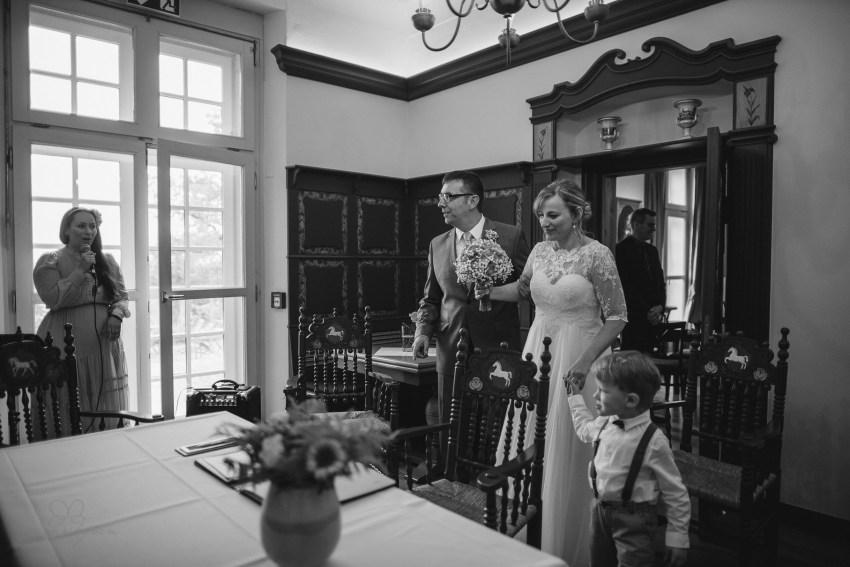 0055 anne und bjoern Manu und Sven D75 9608 1 - DIY Hochzeit im Erdhaus auf dem alten Land - Manuela & Sven