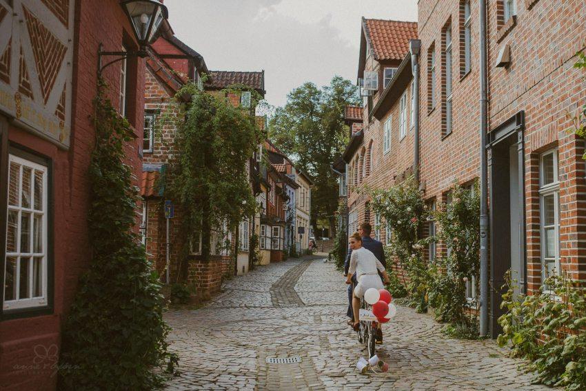 0053 annaundolli d75 5279 1 - alternative Gartenhochzeit in Lüneburg - Anna & Oliver