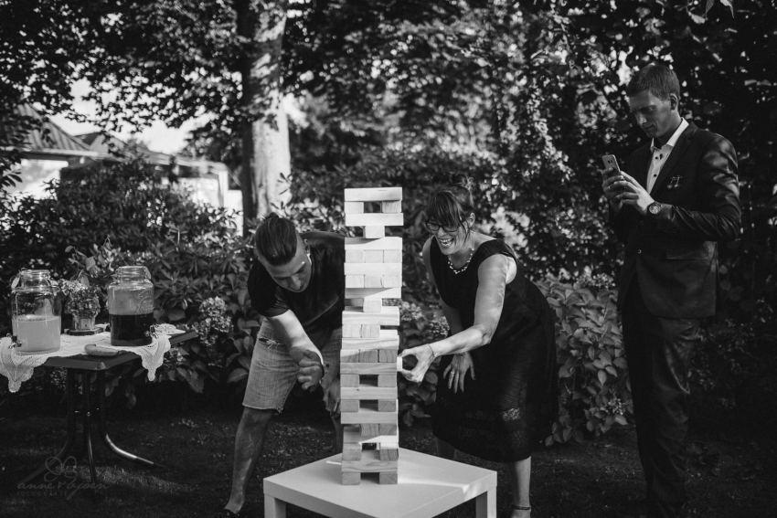 0071 annaundolli d75 6069 1 - alternative Gartenhochzeit in Lüneburg - Anna & Oliver