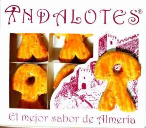 Indalotes de Naranja. Producto típico de almería. Elaborados con naranja del Andarax y almendras de la Alpujarra, en forma de nuestro símbolo mas internacional con sus dos variedades; naranja y chocolate.