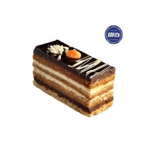 Pastel Opera. Bizcocho de frutos secos, relleno de ganache de chocolate, crema y almibar de café.