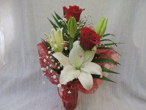 Detalle Floral de Rosas y Lilium