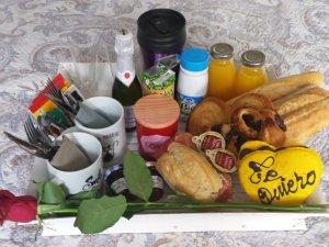 Desayuno Romántico Dulce y Salado para dos personas