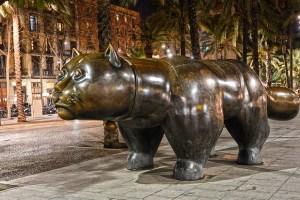 statue of fat cat at la rambla del raval
