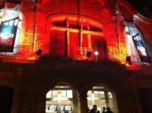 """Fachada de la entrada al teatro """"La Peni"""", escenario central de la XXI edición del festival de Molins de Rei."""