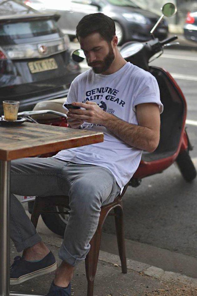 camiseta-branca-com-manga-dobrada