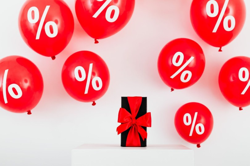 Displaying and promoting rewards and discounts