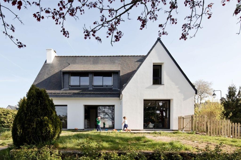 Archibien Rénovation d'une maison Néo Bretonne dans le Morbihan. Photo de face extérieur