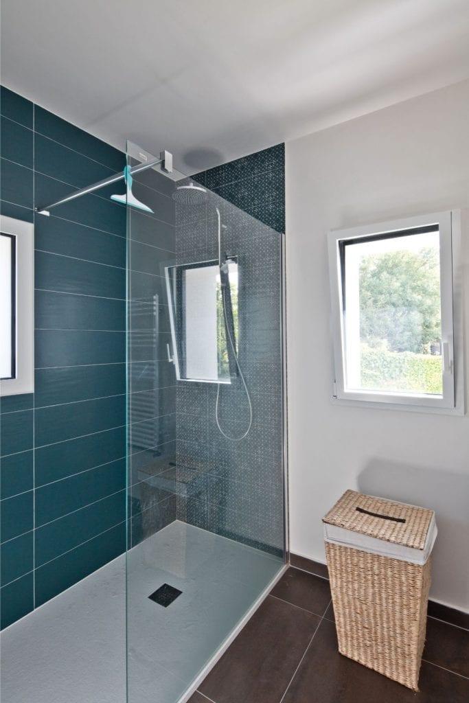 Archibien Rénovation d'une maison Néo Bretonne dans le Morbihan. Salle de bain refaite à neuve, fonctionnelle et moderne pour toute la famille.