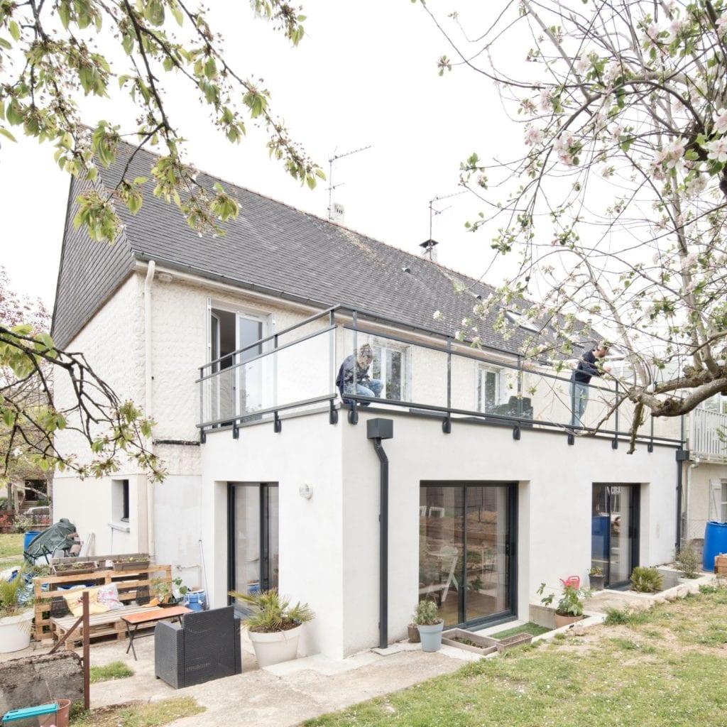 Archibien projet rénovation de maison à Nantes. Vue extérieure de la maison avec ses grandes ouvertures.