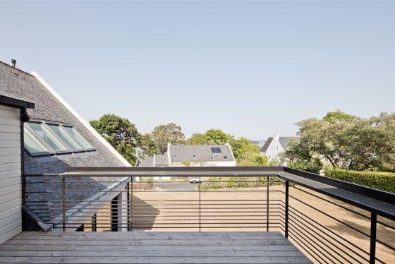 Rénovation et extension d'une maison secondaire projet Archibien grande terrasse à l'étage belle vue sur le paysage