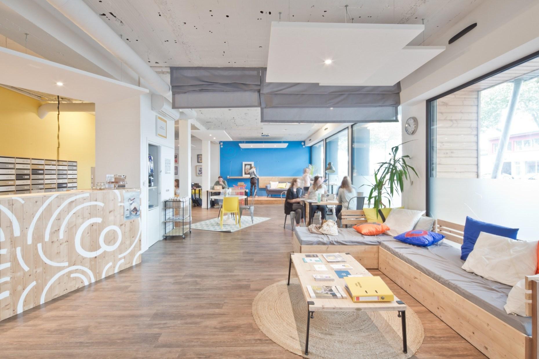 Espace de coworking rénové après consultation Archibien