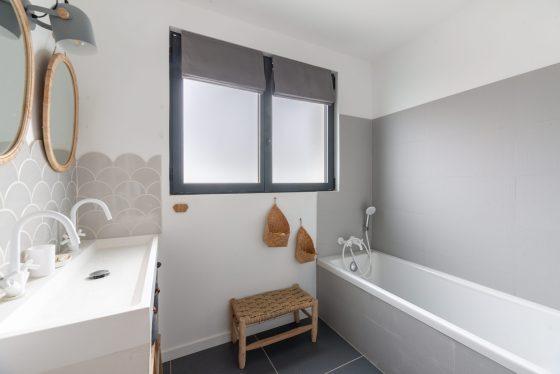 Salle de bain de la maison rénovée