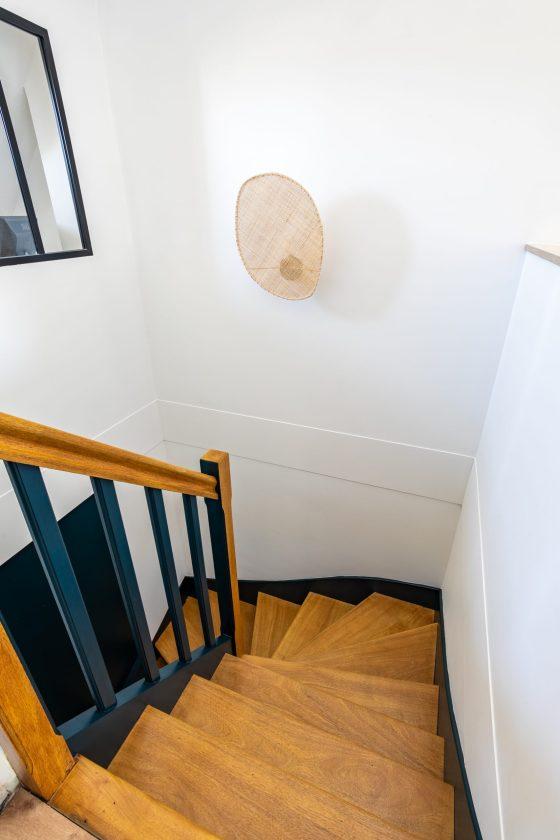 L'escalier de la maison est rénové.