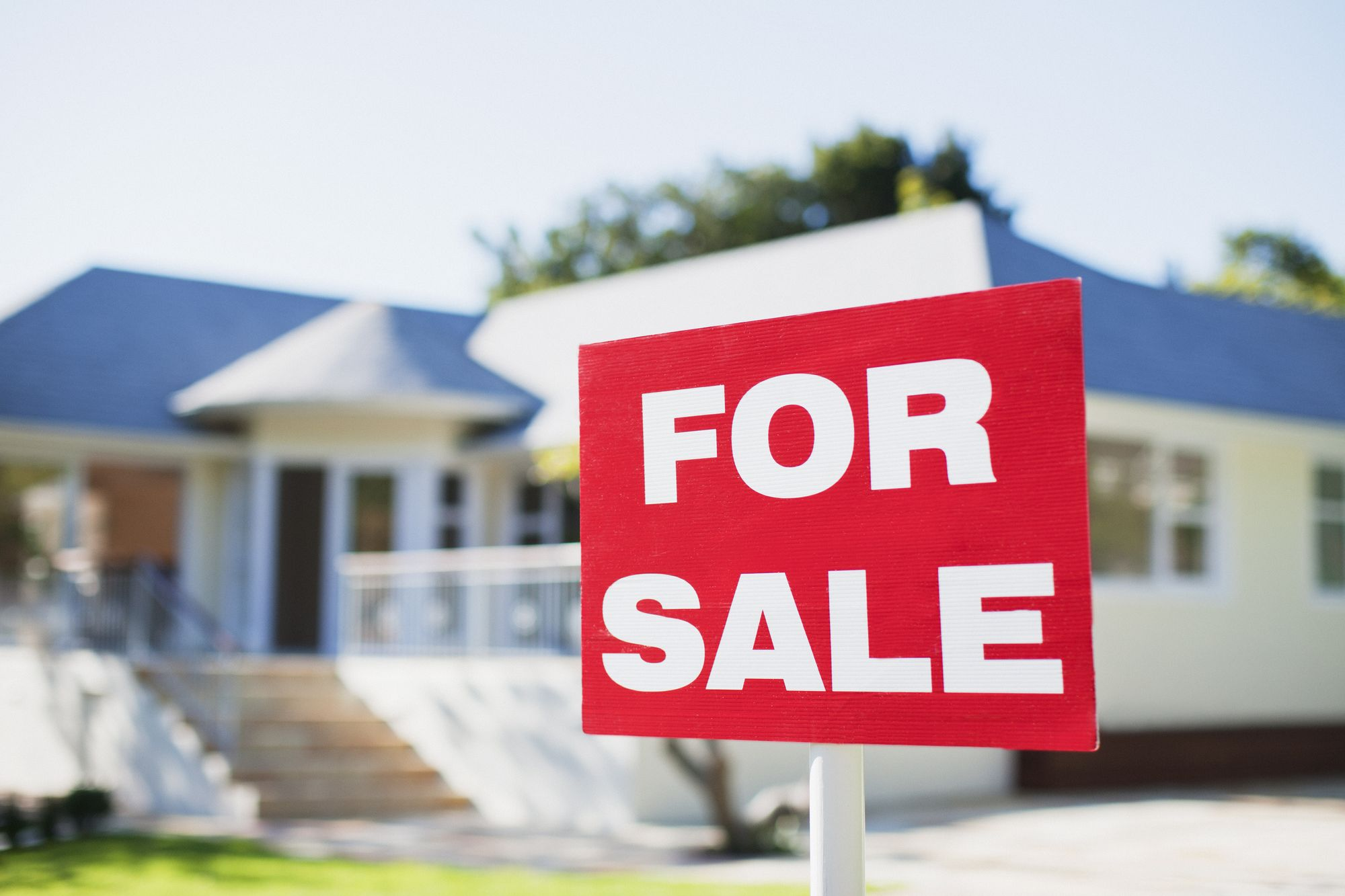 Stock Market Manages to Stay Steady Despite Rise in Unemployment Claims and Fall in Home Sales