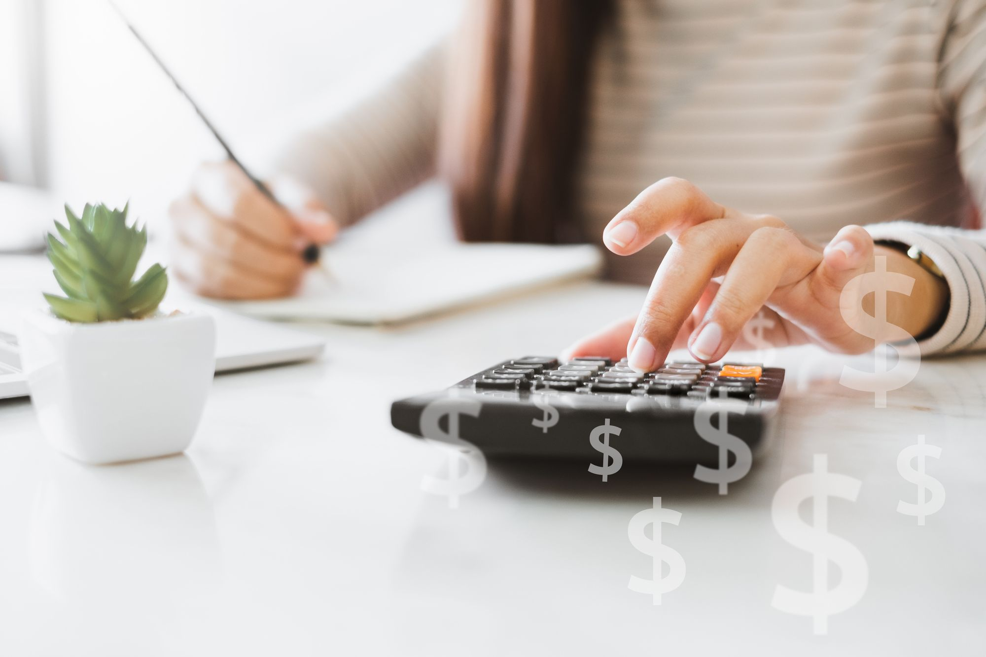 4 Money Budgeting Habits to Empower You as a Solopreneur